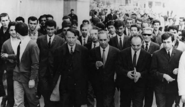 """3 Mayıs'ı hazırlayan olaylara baktığımızda kısaca şunu görürüz:  Dönemin Başbakanı Şükrü Saracoğlu 5 Ağustos 1942'de TBMM'de yaptığı konuşmada şunları söyler: """"Biz Türk'üz, Türkçüyüz ve daima Türkçü kalacağız. Bizim için Türkçülük bir kan meselesi olduğu kadar bir vicdan ve kültür meselesidir. Biz azalan veya azaltan Türkçü değil, çoğalan ve çoğaltan Türkçüyüz. Ve her vakit bu istikamette çalışacağız."""""""