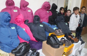 Hatay'da ihtiyaç sahibi çocuklara ayakkabı ve kıyafet yardımı