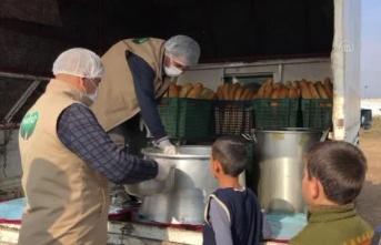 HAYAD'dan Afrin'deki ailelere sıcak çorba ve ekmek ikramı