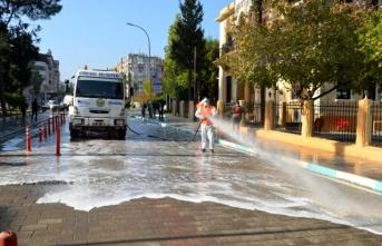 Kırkhan'da Karantinaya Alınan Caddeler Yıkanıyor!