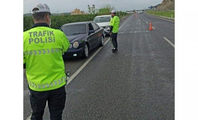 İlçelerde ana arter yollar trafiğe kapatılıyor.