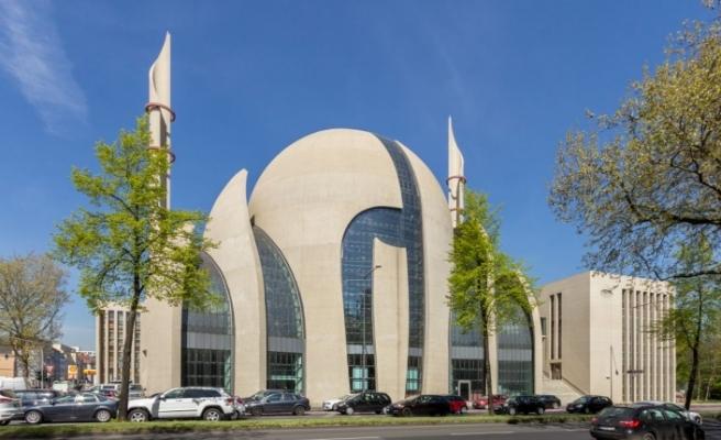 Almanya'da, bir kez daha camiler hedef alındı.