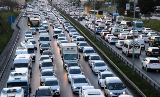 Araç sahiplerini yakından ilgilendiren konu! Trafik sigortasında zam oranı yarı yarı azaldı