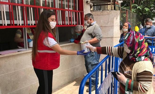 İskenderun Kızılay 300 Aileye Konserve Kavurma Dağıttı