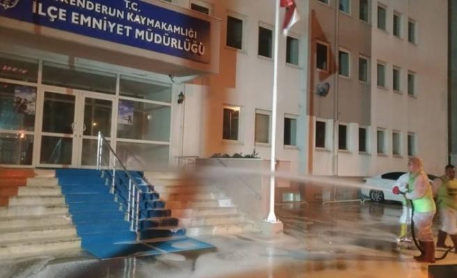 İskenderun Belediyesi dezenfektan işlemlerine aralıksız devam ediyor