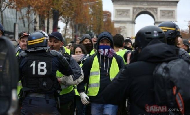 Paris'te polis şiddetine karşı düzenlenen gösteride arbede yaşandı!