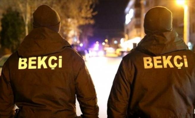 Yetki tartışmaları gündemi meşgul ederken silahsız kişiyi tokatlayan 2 bekçi açığa alındı