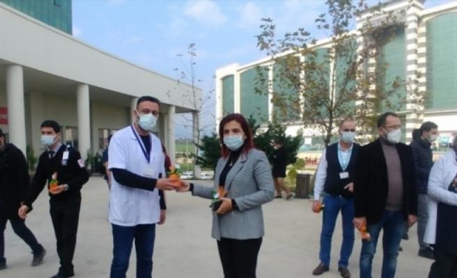 Ak Parti Kadın Kolları'ndan Sağlık Çalışanlarına Hediye Paketi!