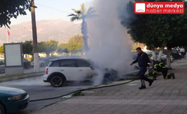 İskenderun'da Park halindeki Araç Yanarak Kül oldu!