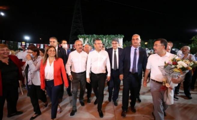 CHP Grup Başkanvekili Özgür Özel Erzin'de partililerle buluştu