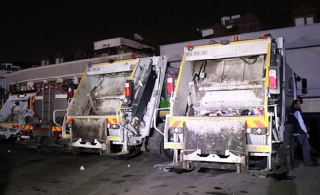 İskenderun'da çöp kamyonuyla konteyner   arasında sıkışan temizlik işçisi vefat etti