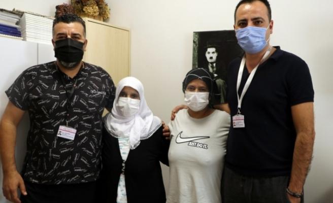 İskenderun'da anne Şemsi Korkmaz ve   kızı Elmas Korkmaz,   aort diseksiyon ameliyatıyla   eski sağlığına kavuştu
