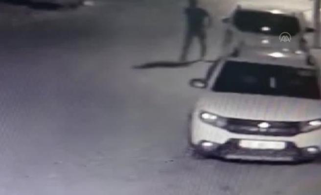 İskenderun'da park halindeki   22 aracın lastiklerini kesici aletle   patlatan şüpheli gözaltına alındı