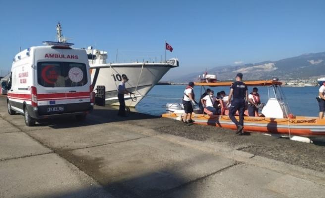 İskenderun'da Rahatsızlanan   gemi kaptanının yardımına   Sahil Güvenlik koştu