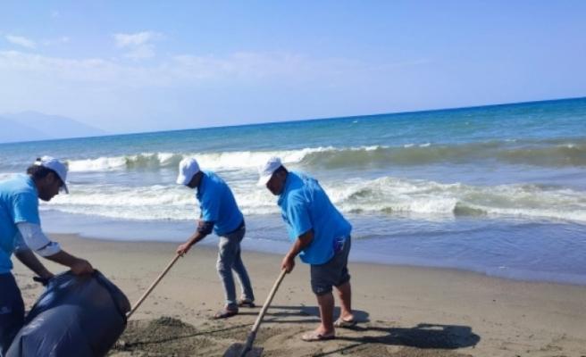 Petrol atıklarının vurduğu  Samandağ sahili temizlendi