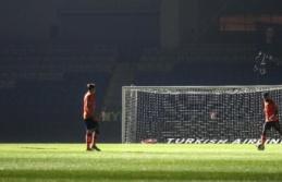 Başakşehir-Kayserispor maçında elektrik kesildi