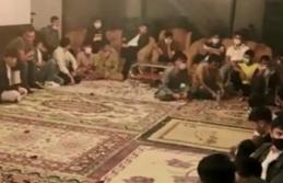 Kocaeli'de polisin operasyon düzenlediği evin salonundan 42 düzensiz göçmen çıktı