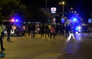 5 kişinin yaralandığı kavgadan kaçan saldırganlar,...