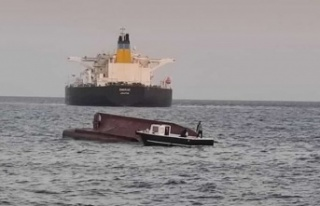 Karataş'ta tankerle çarpışan tekne alabora...