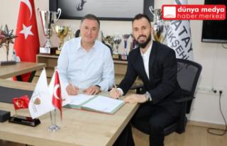 Atakaş Hatayspor, Emre Çolak'ı transfer etti