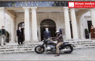 Eski Ticaret Bakanı Kürşad Tüzmen Hatay'a motorla...
