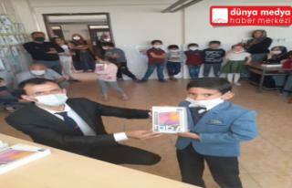 Hatay'da 80 öğrenciye tablet dağıtıldı