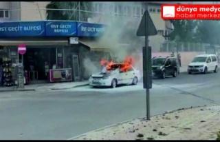 Ulucami dönerli kavşakta otomobil alev alev yandı