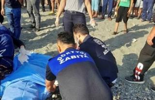 Dörtyol'da Denize Giren İki Arkadaştan Biri Boğuldu,...