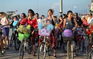 İskenderun'da Süslü Kadınlar Bisiklet Turu