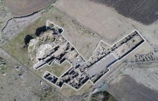 Erzin'de tapınaktan dönüştürülmüş 3 nefli...