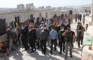 Hatay Valisi Rahmi Doğan, İdlib bölgesinde Briket...