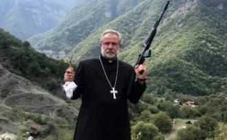 Eli Silahlı Rahip Erivan'a Kaçtı!