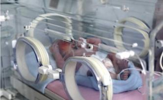 Kağıt toplayıcı kardeşler çöpte buldukları bebeği hastaneye götürdü