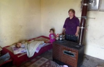 Sokağa atıldılar, kapısız penceresiz tek odalı eve sığındılar