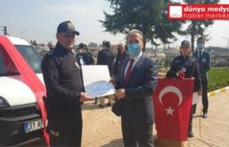 Reyhanlı'da Emniyet'e araç hediye eden esnaf ve iş adamlarına plaket verildi