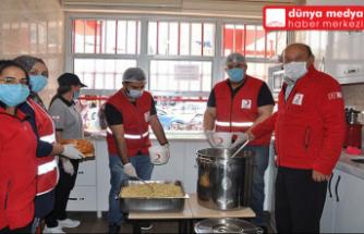 Türk Kızılay İhtiyaç Sahiplerine   Sıcak Yemek Dağıttı!