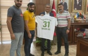 Başkan İbrahim Gül'e   Meydan Spor Forması